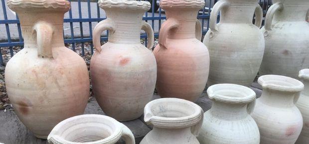 Vasen und Krüge aus Tunesien